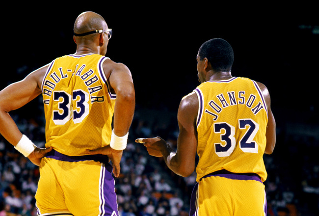 Kareem Abdul Jabbar y Magic Johnson, dos leyendas de los Lakers y de la NBA.