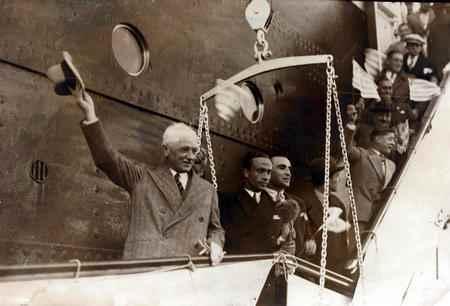 """Jules Rimet creó los Mundiales. Al dar la Copa, que luego llevaría su nombre protagonizó una de las frases más célebres:\"""" tomen su Copa que me tengo que ir, el barco sale en 30 minutos\""""."""
