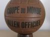 Se utilizó el primer balón con válvula de invención argentina. Además, fue el primer Mundial donde los jugadores llevaron números en sus camisetas.