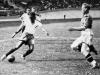 Leonidas Da Silva (derecha) fue la primera gran estrella brasileña. En un Brasil-Polonia que acabó 6-5 favorable a los primeros, marcó cuatro goles, el último de ellos jugando descalzo. Acabó como máximo goleador del torneo con siete tantos.