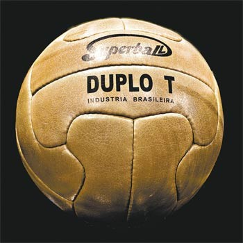 Se utilizó el balón de tiento en el Mundial de 1950. En Europa, ya se empezaba a experimentar con balones de plástico.