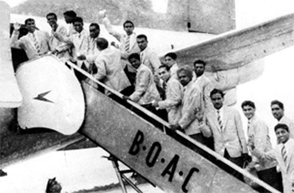 La India, que tenía un buen equipo como demuestra su cuarto puesto en los JJOO de 1956, se había clasificado para disputar el Mundial de 1950. Sin embargo, no acudieron al no permitirles la FIFA jugar descalzos, como era costumbre en el país hindú.