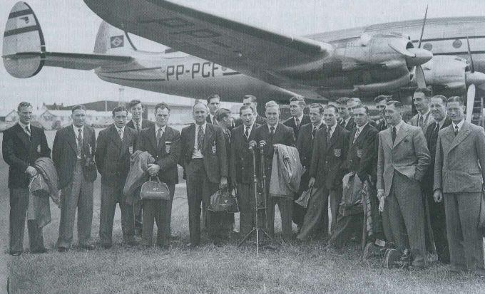 13 selecciones disputaron el Mundial de Brasil de 1950. Entre ellas, Inglaterra que participó por primera vez y que acudió en avión. Los ingleses, que no habían competido por considerar que eran los inventores del fútbol, cayeron en la primera fase.