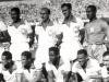 Brasil jugaba de blanco hasta 1950. Tras sufrir el Maracanazo, optó por cambiar de color y adoptar el amarillo. La cosa le fue bien, pues ganó cinco Mundiales, siendo la más galardonada de la historia.