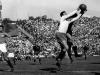 Brasil y Yugoslavia se enfrentaron el 1 de julio de 1950. Los balcánicos empezaron con unos menos porque Rajko Mitic se golpeó la cabeza cuando estaba en el túnel de vestuarios. A pesar de muchas controversias, hasta el minuto 10 de partido no logró saltar a la cancha. Hay que recordar que no había cambios.