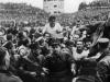 Fritz Walter fue el baluarte de la Alemania que ganó el Mundial. Prisionero de guerra en su día de húngaros y eslovacos y sufridor ocasional de malaria, con 34 años el jugador del Kaiserlautern llevó a la gloria a su país.