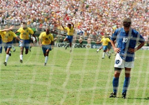 """Así quedó Baggio tras fallar el penalti. El """"Lobo"""" ya lo sabía."""