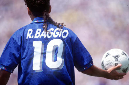 Baggio was preparing to launch the penalty kick.