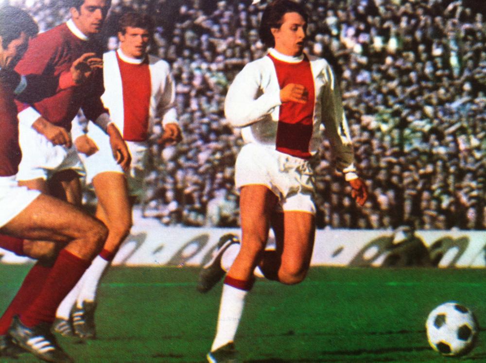 Cruyff destacó en el Ajax desde joven.