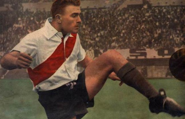 Di Stéfano in the beginning of his career at River.