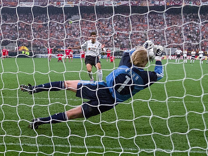 Kahn stopped the decisive penalty Mauricio Pellegrino in the final of Champions 2001.