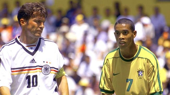 ¿Reconocen al joven brasileño que está junto a Matthäus en la foto?. Unos 19 años de edad les separan.