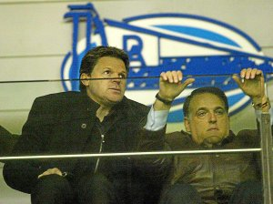 Dimitri Piterman with Javier Tebas during a match Alaves.