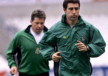 Dimitri Piterman dirigiendo un entrenamiento del Racing junto a Chuchi Cos.