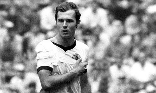 Beckenbauer ended up playing the World Cup in Mexico 70 arm sling.