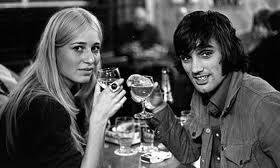 George Best siempre gusto de estar rodeado de bellas mujeres