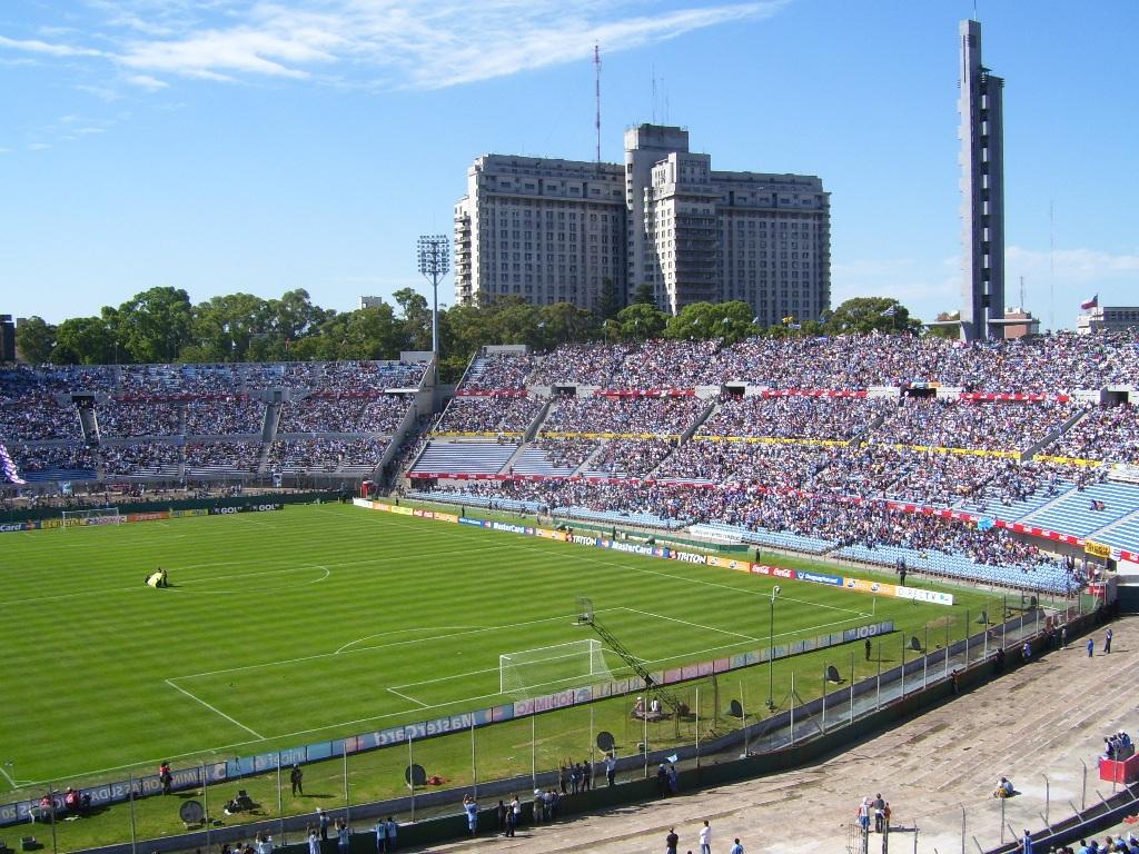 El estadio Centenario es la sede de los partidos de  Uruguay.