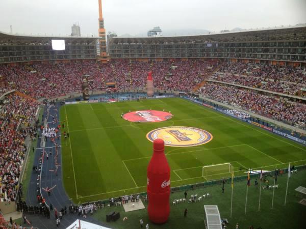El estadio Nacional de Lima tras su remodelación.
