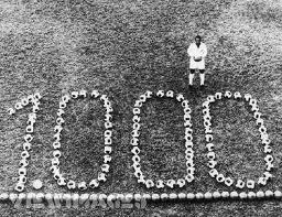 Pelé anotó 1000 goles en su carrera pero la FIFA no le da validez a los marcados en partidos no oficiales