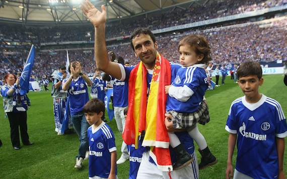Raul was honored by the Schalke where he spent two seasons.