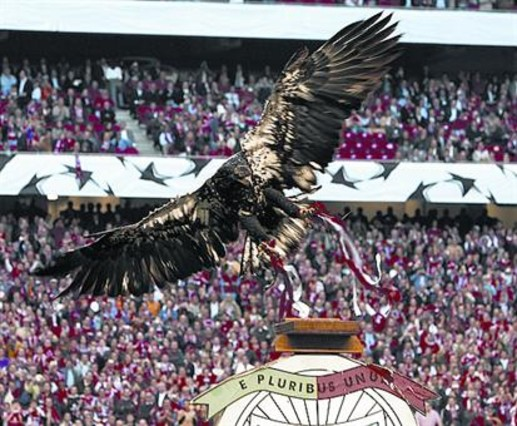 The Victoria eagle is one of the emblems of Benfica.