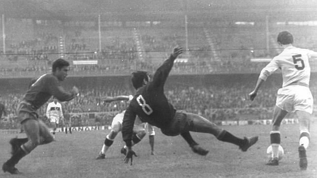 El 31 de de mayo de 1967 jugó España el segundo de sus dos partidos oficiales disputados en San Mamés.