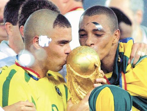 Ronaldo fue el máximo goleador del Mundial 2002 donde además lucía un peculiar peinado.