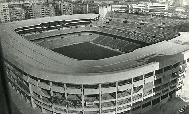 Imagen del Bernabéu tras ser remodelado en 1982.