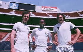 Chinaglia, Pelé y Franz Beckenbauer, tres de los jugadores de leyenda del New York Cosmos.