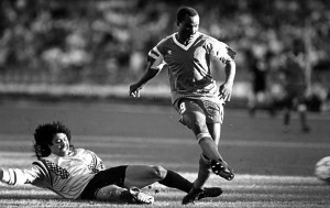 Higuita la lió y le regaló este sonado gol a Roger Milla en Italia 90.