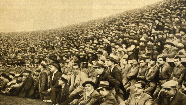 The public always thronged the stands of Les Corts.