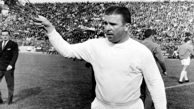 Puskas llegó pasado de peso y veterano. Fue uno de los mejores jugadores de la historia del club blanco.