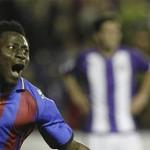 Levante 2- Valladolid 1: un gol en propia puerta de Rukavina da un triunfo gris en el último minuto