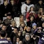 El Valencia pierde 0-5 al descanso con el Real Madrid y acaba goleado y con gritos de Llorente, vete ya