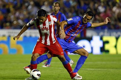 Atletico wins 2-0 Levante but loses Falcao by a muscle strain