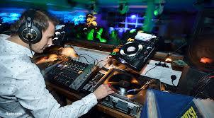 Gaizka Mendieta se ha pasado a la música. Ahora es DJ
