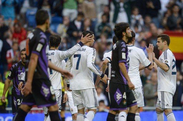 El Real Madrid ganó al Valladolid con un doblete de Ronaldo, el Valencia goleó a un Osasuna con 9