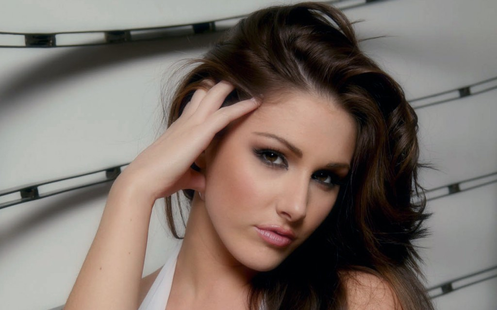 The beauty of Lucy Pinder obvious.