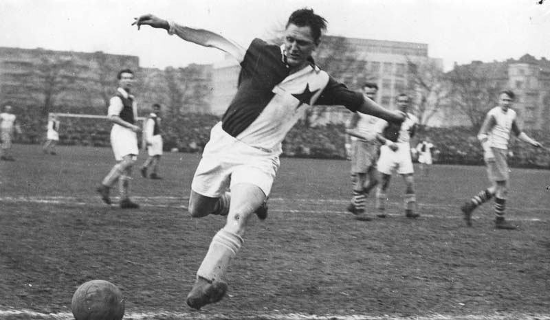 Josef Bican, simplemente el segundo máximo goleador de la historia