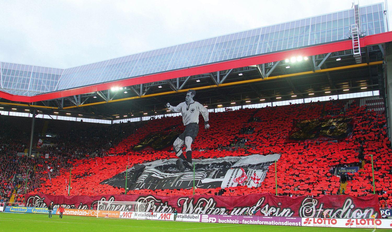 El estadio del Kaiserlautern lleva el nombre de Fritz Walter en su honor.