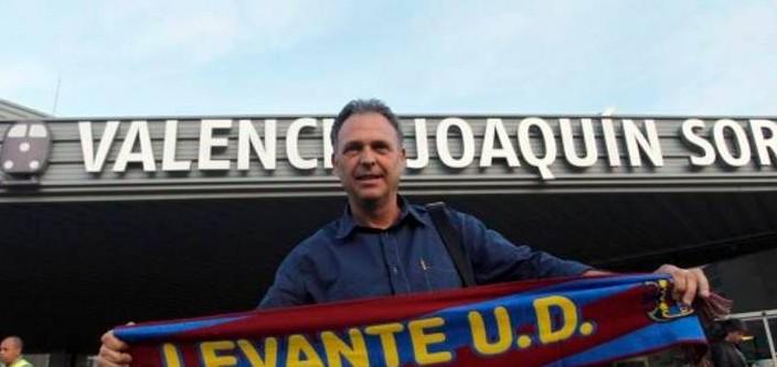 Joaquín Caparrós tiene la tarea de dirigir la nave granota