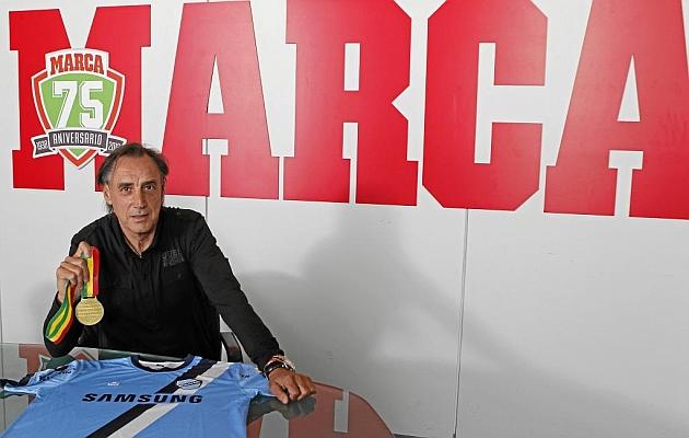 Miguel Ángel Portugal es el entrenador del Bolivar, el campeón de Bolivia