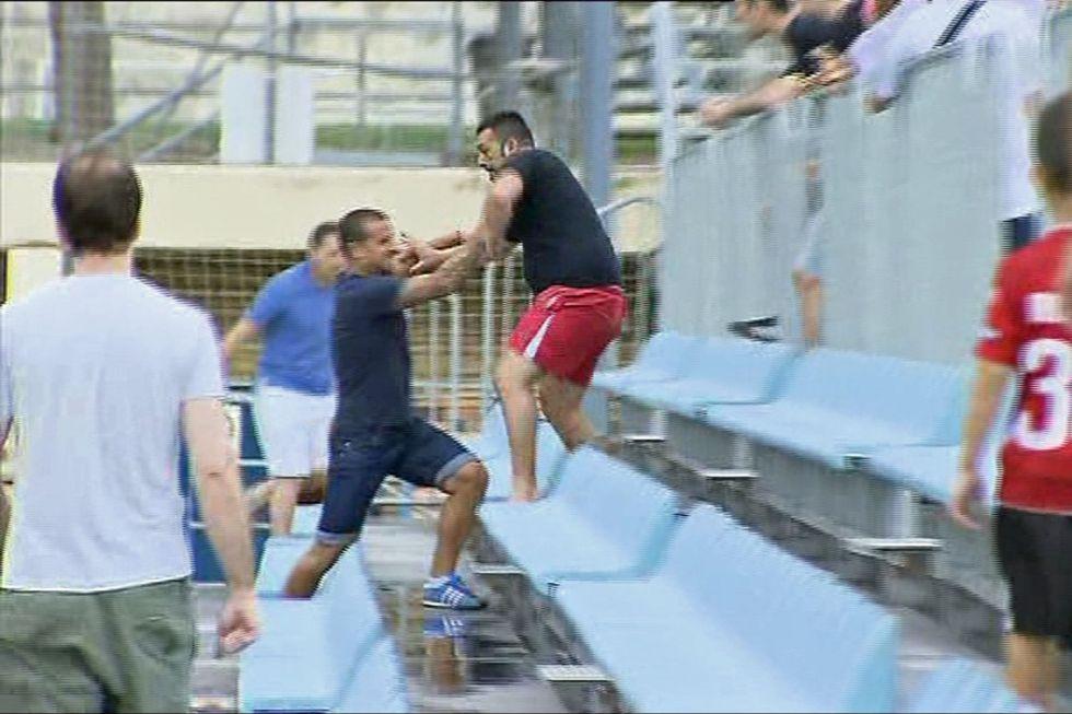 La pelea entre jugadores y hinchas del Zaragoza fue un hecho lamentable