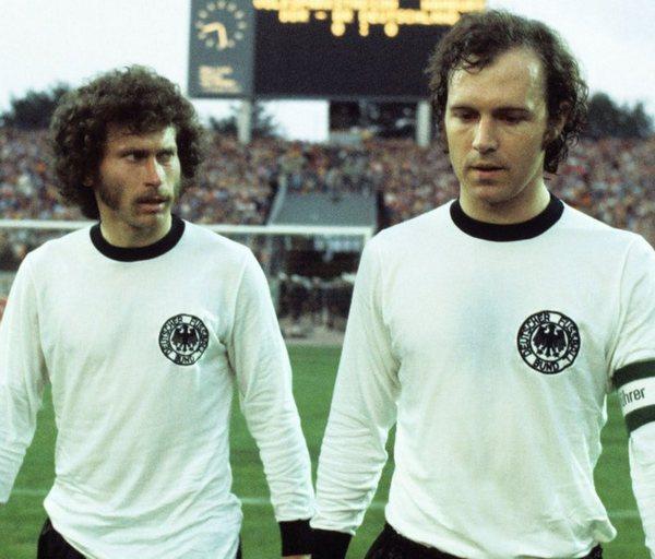 Las camisetas de los 70 tienen un toque vintage con mucho encanto. En imagen la de la selección alemana de 1974.