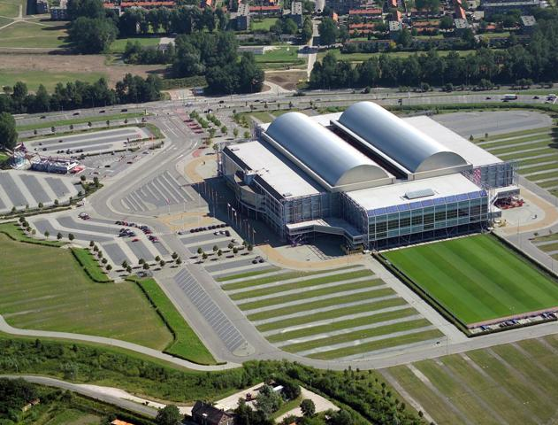 Vitesse in the Gelredome plays of Arheim, a stadium with a retractable roof.