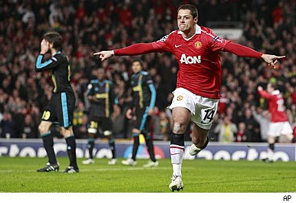 Chicharito thrashes in the Premier with the United shirt