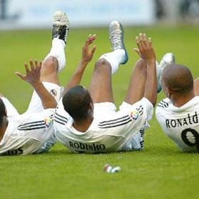 Ronaldo, Roberto Carlos and Robinho make the cockroach