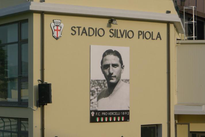 El estadio de Novara lleva el nombre del gran goleador Silvio Piola.