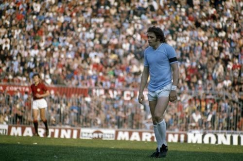 Chinaglia with the shirt of Lazio.