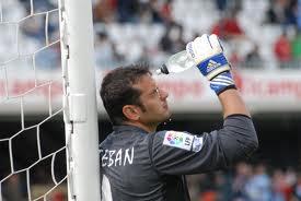 Esteban portero del Almería es el jugador más viejo de la Liga.